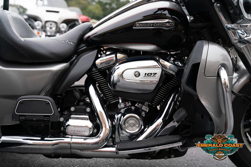 Pre-Owned 2017 Harley-Davidson Tri Glide Ultra Classic FLHTCUTG